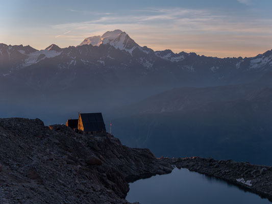 Cabane d`Orny und der Grand Combin leuchten schon in der Morgensonne