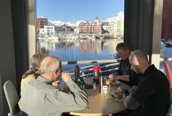 So sollte es sein, Frühstück im Hotel Scandic mit bestem Blick auf den Varden