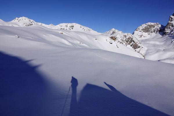 Der Schatten des Muot Cotschen lädt zu einem Fotostop ein