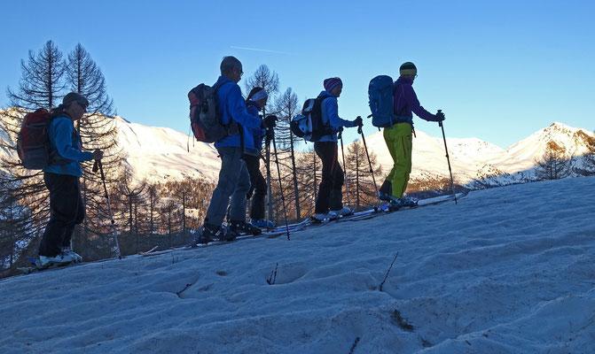 Der Muntet verspricht von seiner Exposition her ein optimales Skivergbügen. Daint, Dora und Turettas haben fast zu früh Sonne als das wir hir noch durchwegs gute Schneeverhältnisse erwarten können