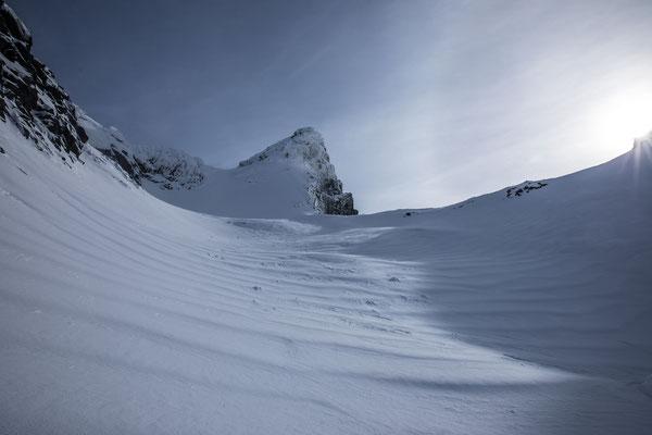 ...die Dünen unterhalb der Gipfelkallotte sprechen ihre eigene Sprache. Der finale Steilhang muss warten, auf Stufe 3 ist auch in dieser Inselregion Vorsicht angebracht