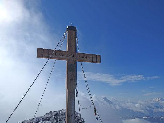 Bietschhorn und Mischabelgruppe rechts vom Gipfelkreuz