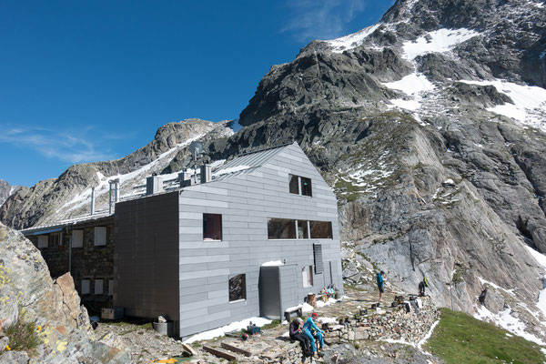 Reise durch die Schweiz. Frutigen, Erstfeld, Biasca, Lucomagno, Curaglia, Camona da Medel 10 Std.