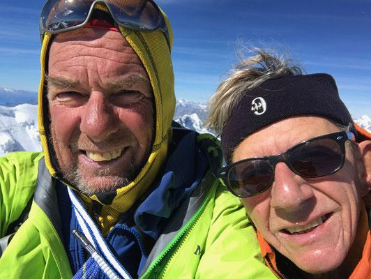 Geschafft, nach 10 Std. Aufstieg sind die nicht mehr ganz taufrischen Peter auf der Dufourspitze