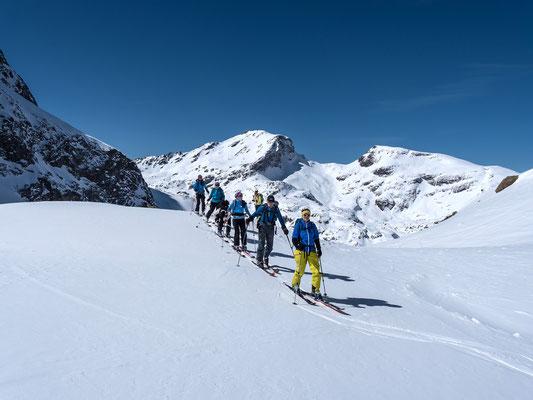 Dann wird dem Bergführer zu bunt, schliesslich wartet noch eine Unbekannte oben am Gipfel