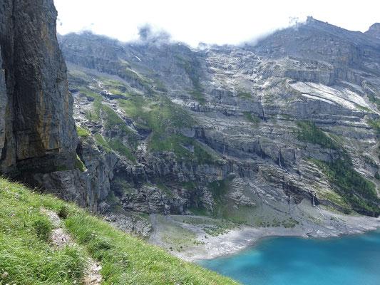 Links die Wegspuren der Fründschnuer und auch der Einstieg zum Plan B (Kletterroute von Bergführerkollege Peter von Känel)