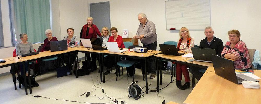 Nicole Schaffer et Joseph Olmetta formateurs avec un premier groupe d'ahérents responsables SAGA