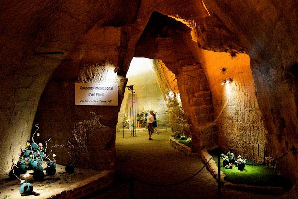 Le Concours International d'Art Floral se déroule dans les caves troglodytes des arènes - Caves Charlemagne et Crespin Chatenay