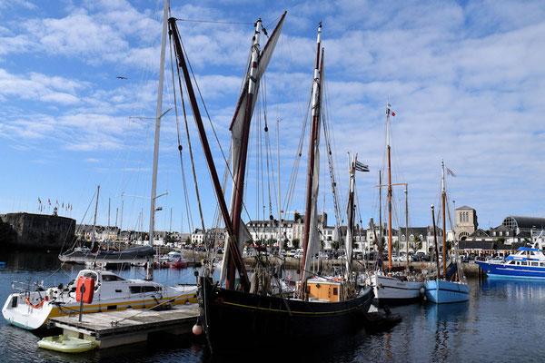 Navigation dans le port de pêche