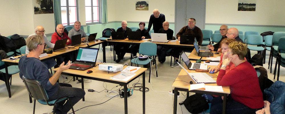 Jean-Pierre Robert et Pierrick Viard formateurs avec un second groupe d'adhérents responsables SAGA