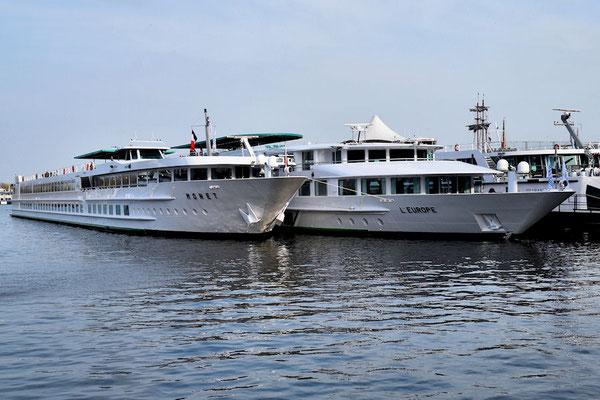 Le Monet, notre bateau et l'Europe également bateau de CroisiEurope à quai à Amsterdam