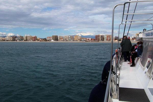 Excursion en bateau le long de la côte, avec le Canigou enneigé