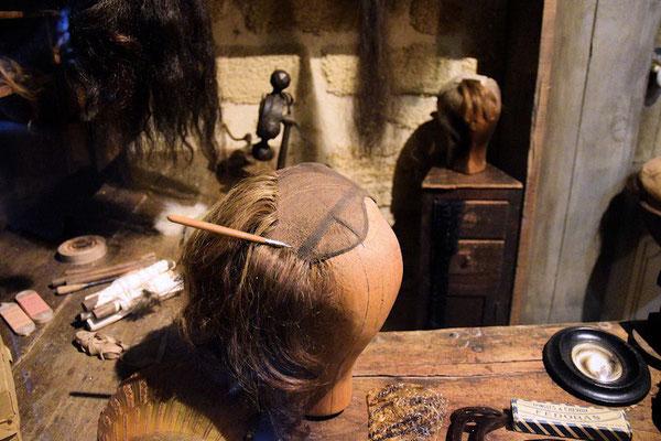 Pour une perruque en cheveux naturels, rendons-nous chez le Perruquier !