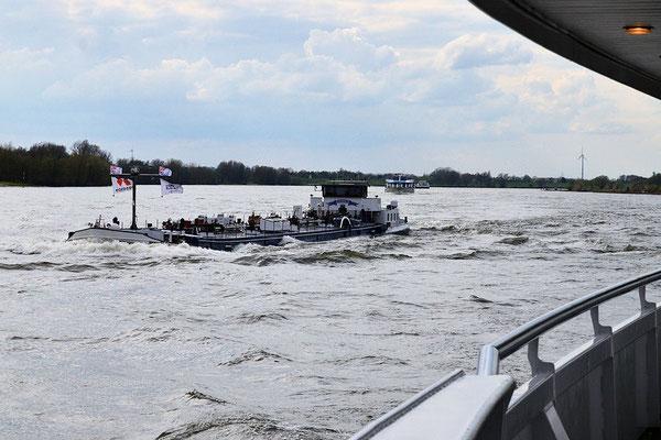 600 bateaux par jour sur le Rhin, le plus important fleuve de transport commercial d'Europe