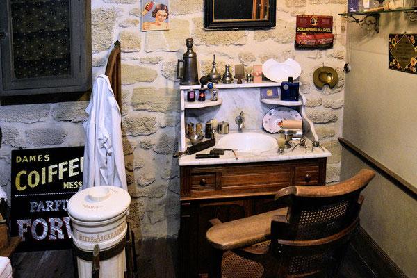 Le salon du Barbier Coiffeur avec son coupe chou bien aiguisé