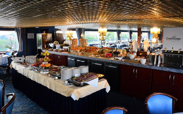 Le petit déjeuner est prêt, les passagers vont bientôt arriver