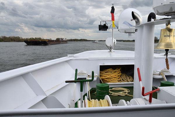 Les convois poussés preuvent transporter une charge de 10 000 tonnes en quatre barges et plus de 14 000 tonnes en six barges