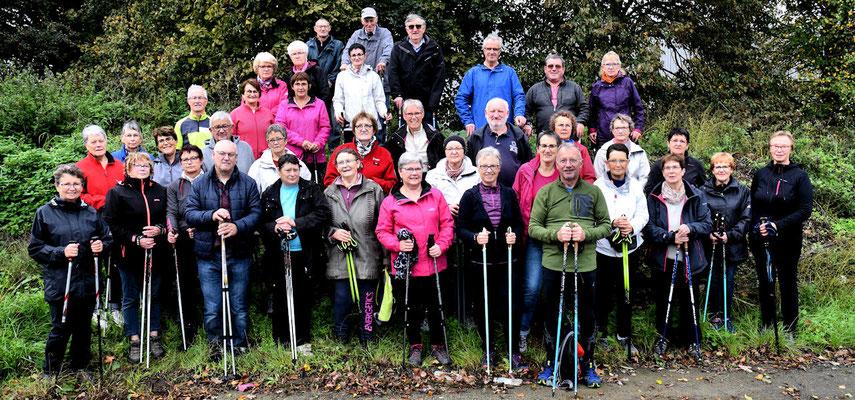 Trente sept marcheurs en forme pour finaliser la matinée avec une photo de groupe