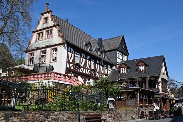 Découverte de la ville,  Rüdeschem est une ville du Land de Hesse,  avec une population qui approche les 10 00 habitants. Le tourisme est la principale source de revenus