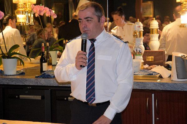 Filipe, notre commissaire de bord, heureux et satisfait