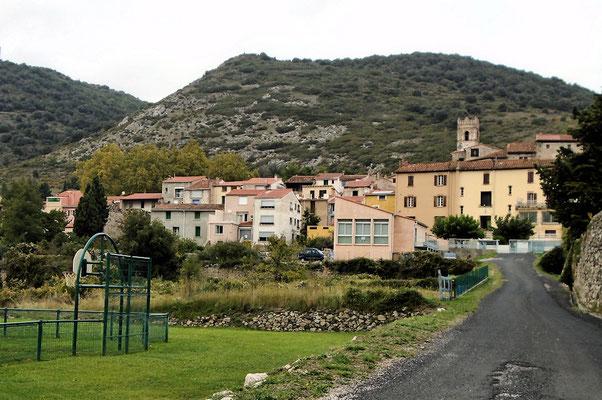 Sournia dans son paysage de montagne
