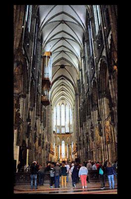 La nef atteint la hauteur de 43 mètres