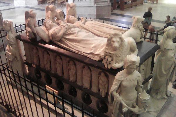 Tombeau de François II (parents d'Anne de Bretagne)  Cathédrale St Pierre et St Paul à Nantes