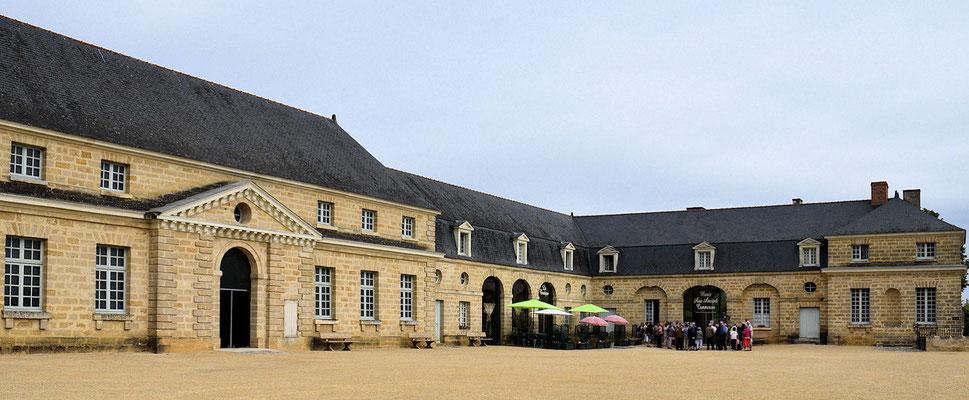 Le musée est installé dans les écuries d'un château détruit, propriété du baron de Doué la Fontaine, Joseph-François Foullon