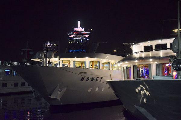 """Notre bateau le """"Monet"""" dans le port d'Amsterdam"""