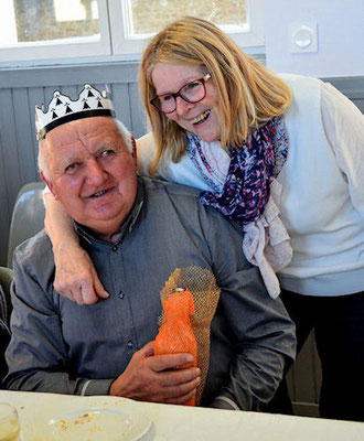 Raymond nommé Roi des Rois avec le spécial cadeau