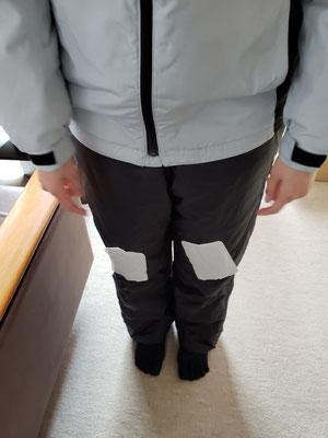寒くて防寒着の上にカイロを貼りました