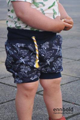 tolle beine in shorts oben ohne