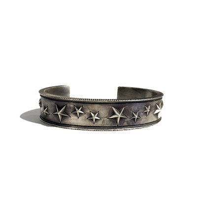 THEFT star studs silver bangle
