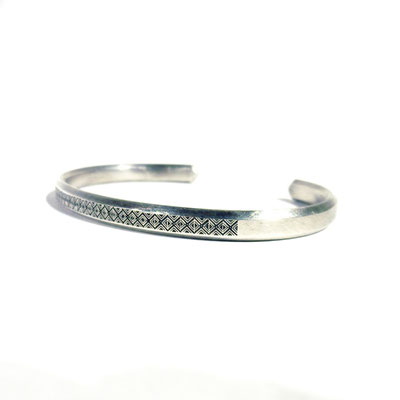 bIRTHRE engraving bangle silver
