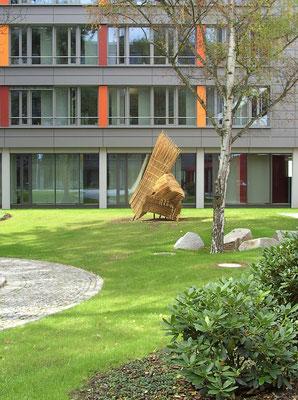 Skulpturenanordnung der drei Pinselskulpturen