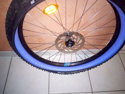 monter la mousse dans le pneu