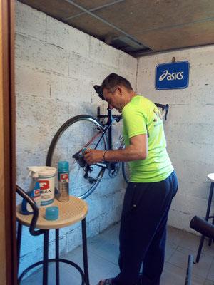 idéal pour régler les vitesses , graisser et nettoyer le vélo.......