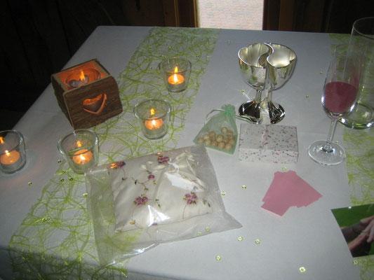 Windlichter, Ringkissen, Schatzkästchen und Liebesbecher