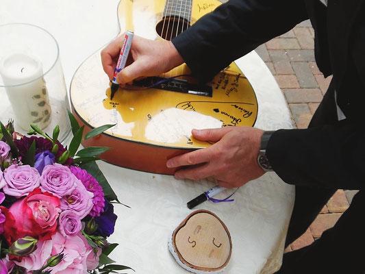 """Gitarre bei der freien Trauung """"Musikerhochzeit"""""""