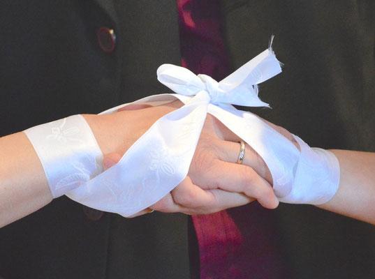 Handfasting bei einer freien Trauung