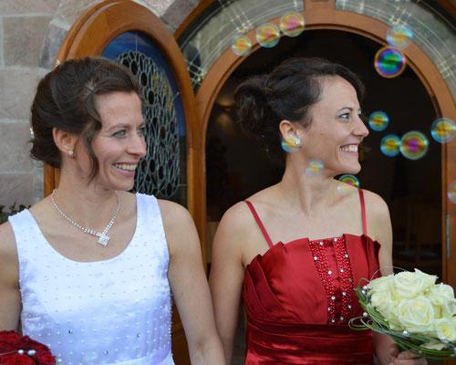 Zwei Bräute, Regenbogenpaar, Regenbogntrauung, freie Trauung, Ehe für alle