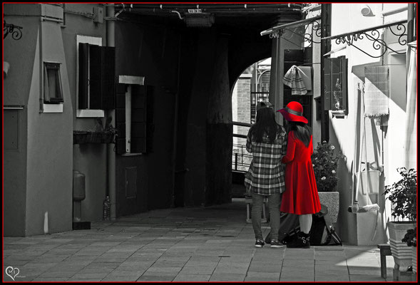 >Lady in Red<