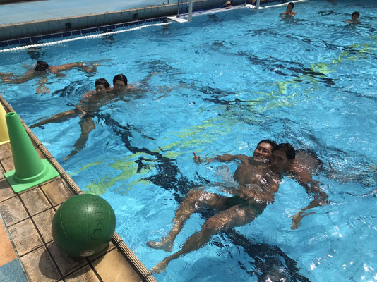 学生リーグ期間、試合前に練習も行いました。