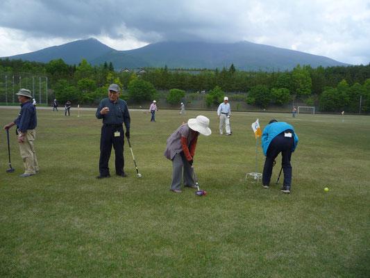 午後の練習会風景、生憎浅間山の頂きは雲で顔を見せず。