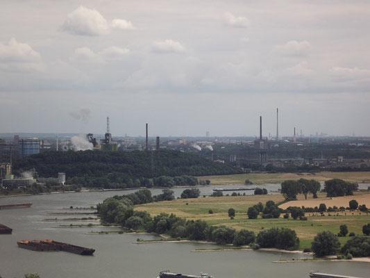 Fantastische Aussicht von Block 9 auf Duisburg und den Niederrhein