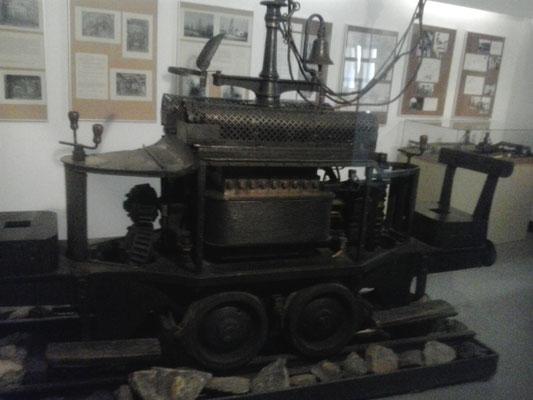 """""""Dorothea"""", die erste elektrische Grubenlok der Welt fuhr zwischen 1882 bis 1927 auf 720m Länge im Hauptquerschlag auf der 5. Sohle des Oppelschachtes"""