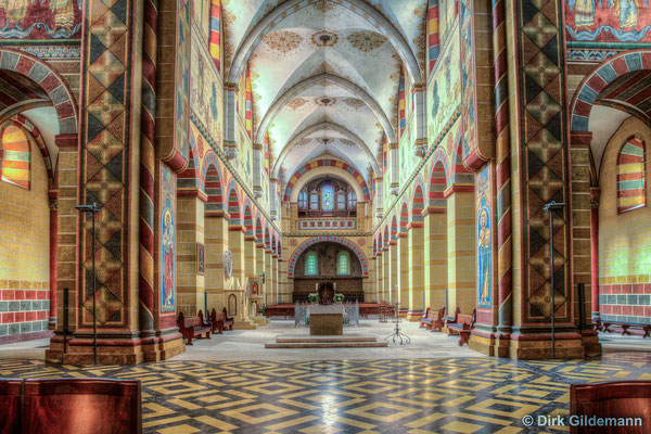 im Dom Richtung Orgel