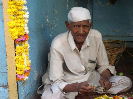 Blumenbinder in Pune