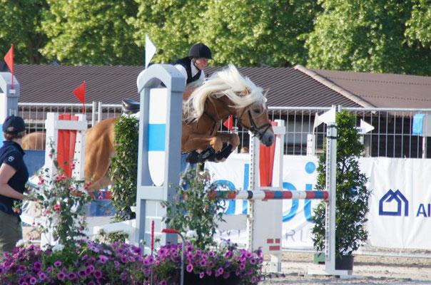 Gaby mit Newman am Jump and Drive an der Zuger Springkonkurrenz 2011