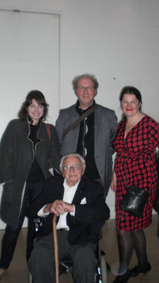 from left - right: Jenny Lewisohn, Sir Nicolas Winton († 1. Juli 2015), A. Baillie, Fiona MacDonald